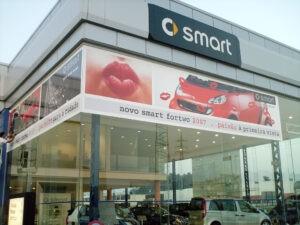 Decoração exterior fachada para stand Smart em vinil autocolante