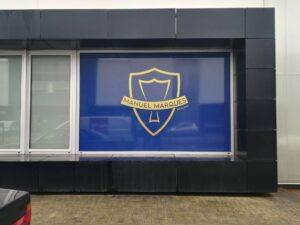 Decoração exterior de montra + novo logotipo Manuel Marques